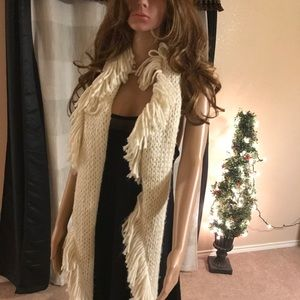 Steven Madden Winter Scarf  with light black NG